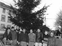 1993 : montage du sapin de Noël sur la place